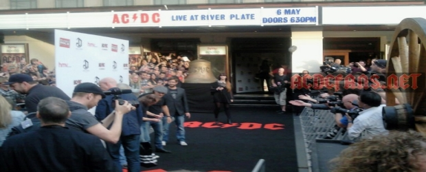 Complete with cannons and even the 'Hells Bell', AC/DC joined some 3500 fans and media at the HMV Apollo in London for the worldwide premiere...